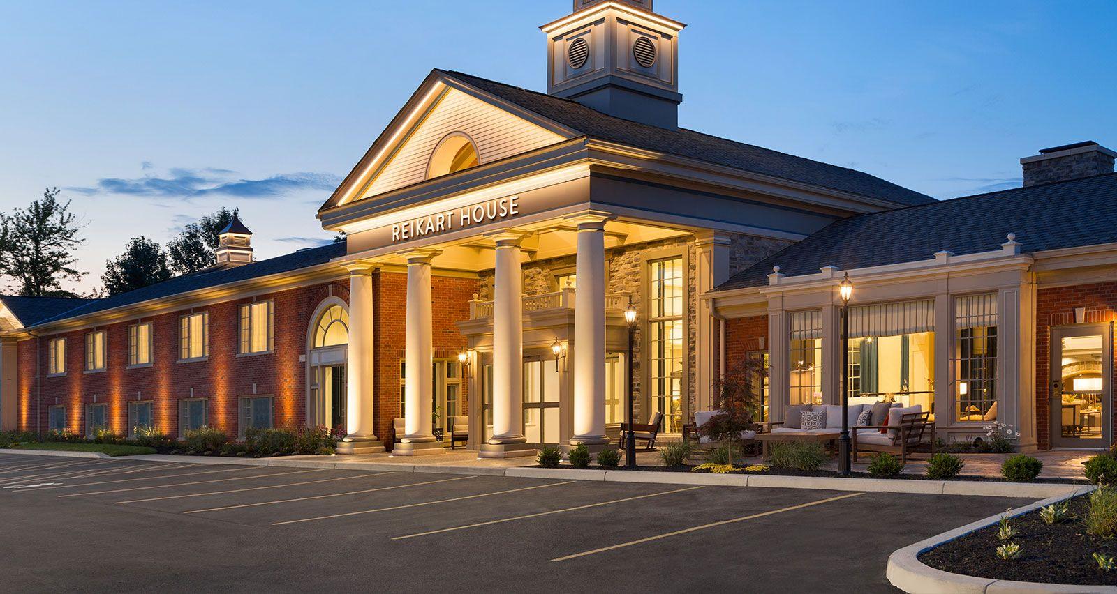 Hotel Exterior: Boutique Hotel Near Buffalo Airport